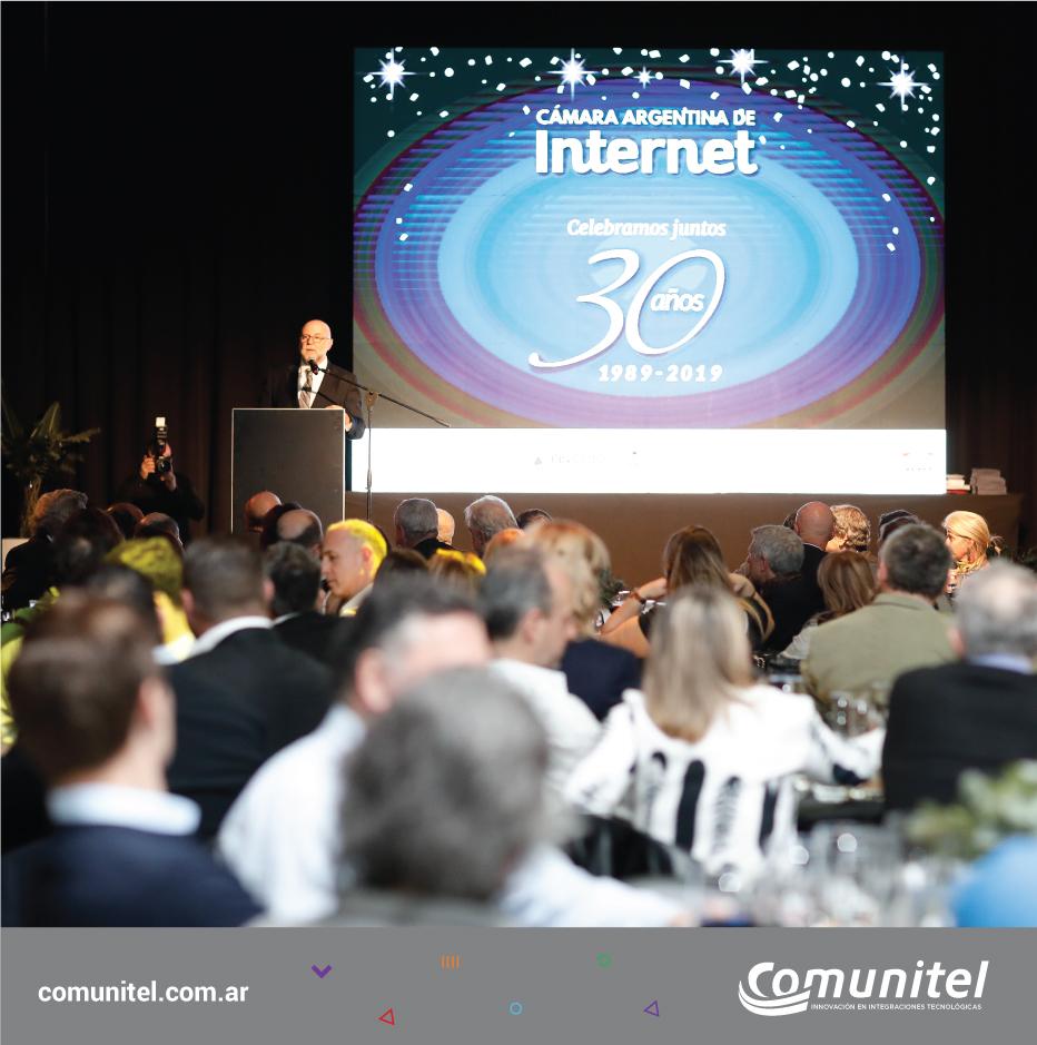 30 años conectando el FUTURO